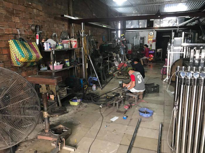 máy móc gia công inox tại xưởng phong sơn