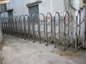 Cửa cổng xếp Inox 09
