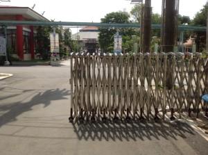 Cửa cổng xếp Inox 5