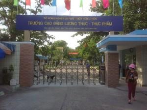Cửa cổng xếp – Trường CĐ Lương thực Thực phẩm Đà Nẵng